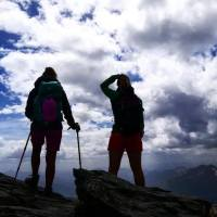 Bastoncini per camminare in montagna: sono veramente utili?